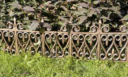 Superb 24pc Wrought Iron Style Decorative Garden Lawn Edging For Soft Ground